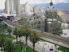 Medellín, antigua gobernación, viaducto del metro. Centro de la ciudad.