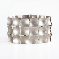 Armschmuck – Galerie Isabella Hund, Schmuck gallery for contemporary jewellery
