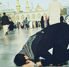 Oh Allah! May bury me at Hussain's terras, there's no fear. Alive me to Hussain's finis there's no snuffer. Muslim Pictures, Islamic Pictures, Guy Pictures, Muslim Men, Muslim Couples, Imam Hussain Poetry, Karbala Photography, Poetry Pic, Anime Muslim