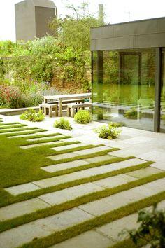 modern stone & lawn 芝と平石のモダンコーディネイト。