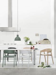 Designed by design studio, Form Us With Love, the iconic Muuto Unfold Pendant Light lends itself to a multitude of settings due to its simplistic and modern design. Scandinavian Kitchen, Scandinavian Interior, Scandinavian Style, Kitchen Dining, Dining Table, Dining Set, Kitchen Island, Kitchen Decor, Wooden Armchair
