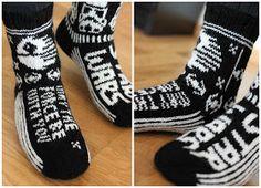 Sweet things: Star Wars - villasukat Cool Socks, Awesome Socks, Double Knitting Patterns, Diy Crochet, Knitting Socks, Star Wars, Inspiration, Weaving Patterns, Tejidos