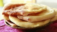 This naan recipe is deceptively easy to make, and baked under the broiler. You can spice it up by adding garlic, or leave it plain. Chapati, Indian Food Recipes, Asian Recipes, Easy Naan Recipe, Plain Naan, Mole, Cooking Time, Cooking Recipes, Indian Recipes