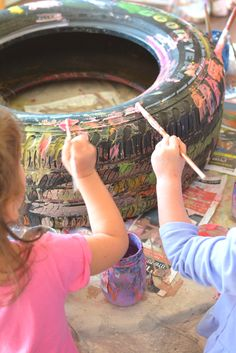 Paining tires :: kids art :: diy garden planter art ideas preschool Tire Painting and Reinventing the Wheel - Meri Cherry Transportation Activities, Eyfs Activities, Preschool Activities, Transportation Nursery, Preschool Garden, Preschool Art, Messy Art, Art Area, Creative Curriculum