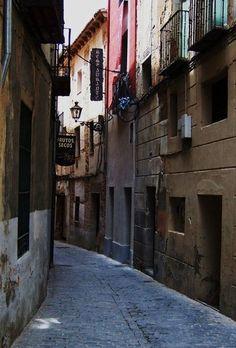 Callejeando por Segovia (España) descubres rincones que te llevan a otra época.