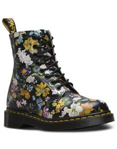 Mixing the rugged punk inspiration which Dr Martens is known for, as well as a playful twist perfect for finishing summer in, these Women's Darcy Floral Pascal 8 Eye Boots are a eye catching style for all the right reasons.
