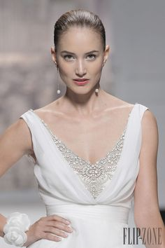 Rosa Clara 2015 collection - Bridal - http://www.flip-zone.net/fashion/bridal/the-bride/rosa-clara-4734