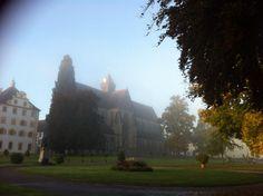 Das Schlossgelände im Morgennebel - es verspricht ein superschöner Tag zu werden