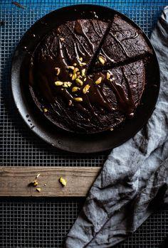 Courgette, Chocolate & Pistachio Cake – Maite Paternain
