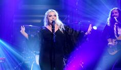 """Update: Elle King performed her new mainstream radio single """"America's Sweetheart"""" on Thursday's """"Tonight Show Starring Jimmy Fallon."""" A video of the perfo"""