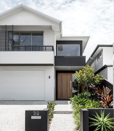 Kalka Facade - Luxury Home Builders Brisbane Weatherboard House, Queenslander, Exterior House Colors, Exterior Design, Exterior Stairs, Wall Exterior, Black Exterior, Facade Design, Style At Home