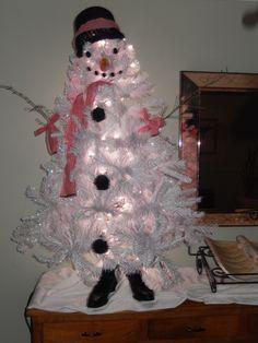 sneeuwman van oude kerstboom