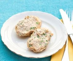This speedy snack is delicious on whole-wheat crackers, celery or carrots. It's a healthy option when looking for something simple to hold you over until meal time. Ww Recipes, Seafood Recipes, Easy Dinner Recipes, Healthy Recipes, Vegetarian Lunch, Fish And Seafood, Queso, Brunch, Food And Drink