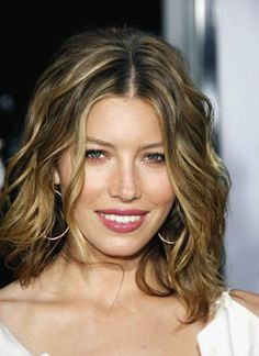 wavy hairstyle for a layered haircut
