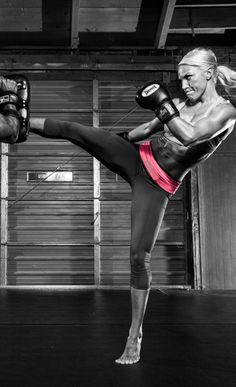 The second to best work out (running is for me) is my kickboxing classes with Chalene Johnson (loves her)Kick it! Fitness Motivation, Fitness Diet, Health Fitness, Fitness Style, Best Running Belt, Kickboxing Workout, Kickboxing Classes, Look Body, Workout Belt