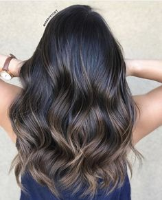 Over 30 hairstyles with dark brown hair with highlights 14 # hair colors hair brunette dark brown Brown Hair Balayage, Brown Hair With Highlights, Hair Color Balayage, Partial Balayage Brunettes, Black Balayage, Cheveux Ombré Hair, Cabelo Ombre Hair, Ombre Hair Color, Ombre On Dark Hair