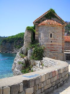 Old Town, Budva, Montenegro - http://www.ramblingtart.com/2012/02/10/an-old-town-by-the-sea-budva-montenegro/