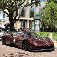 The Pagani Huayra - Super Car Center King T, Pagani Huayra Bc, Koenigsegg, Red Accents, Car Brands, Sexy Cars, Automotive Design, Car Manufacturers, Amazing Cars