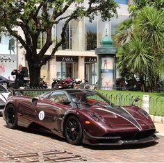 The Pagani Huayra - Super Car Center Pagani Huayra Bc, Koenigsegg, Car Brands, All Cars, Car Manufacturers, Amazing Cars, Exotic Cars, Bugatti, Motor Car