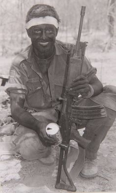SADF trooper with his assault rifle. Military Life, Military History, Once Were Warriors, Tactical Survival, Tactical Gear, My War, Special Ops, Out Of Africa, Modern Warfare