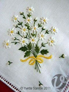 Embroidered handkerchief with a spray of daisies for Daisy Buchanan in Baz Luhrmann& production of F. Scott Fitzgerald& The Great Gatsby by Yvette Stanton (via Brenda Davis):ramo de flores bordado hermoso Was this handkerchief used by Daisy Buchanan, Silk Ribbon Embroidery, Hand Embroidery Patterns, Embroidery Applique, Cross Stitch Embroidery, Machine Embroidery, Handkerchief Embroidery, Mexican Embroidery, Embroidery Digitizing, Brother Embroidery