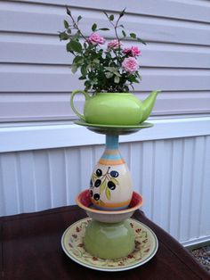 Pottery/Ceramic items along with teapots