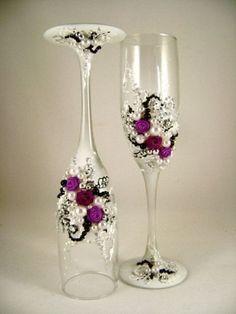 Flute con applicazioni in strass e perline floreali.