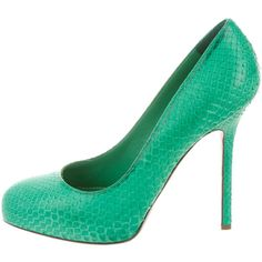Pre-owned Sergio Rossi Embossed Round-Toe Pumps (470 BRL) ❤ liked on Polyvore featuring shoes, pumps, green, leather footwear, sergio rossi, leather shoes, rounded toe pumps and round cap