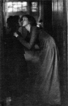 Clarence Hudson White, The Kiss, 1904.