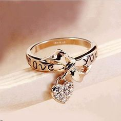 Love soo so much!  If only it was in silver... would make a lovely promise ring.