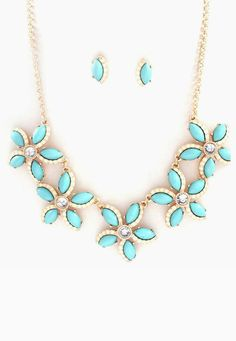 i need this!!!!!!!!!Maggie Necklace in Ivory on Turquoise