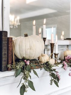 It's all about the fall vibes ~ fall home tour 2019 ~ LeCultivateur Winter Home Decor, Fall Mantel Decorations, Autumn Home, Thanksgiving Decorations, Seasonal Decor, Table Decorations, Thanksgiving 2020, Mantles Decor, Vintage Decorations