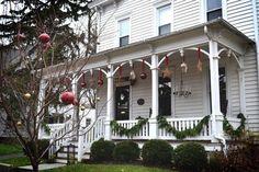 Christmas Porch Decorating Ideas-48-1 Kindesign