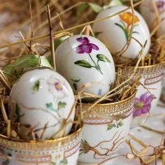 FLORA DANICA by Royal Copenhagen~ Cachepots with matching porcelain egg. Happy Easter, Easter Bunny, Easter Eggs, Royal Copenhagen, Flora Danica, Diy Ostern, Easter Parade, Egg Art, Motif Floral