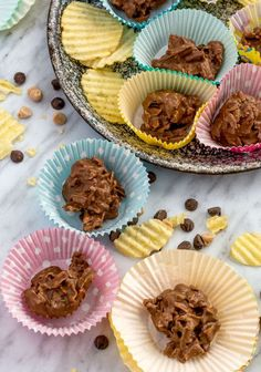 Chips + 3 kinds of chocolate - Cuban Lunches   Culinary Cool www.culinary-cool.com Chocolate Covered Potato Chips, Desserts With Chocolate Chips, Chocolate Recipes, Best Dessert Recipes, Candy Recipes, Fun Desserts, Christmas Treats, Christmas Recipes, Christmas Goodies