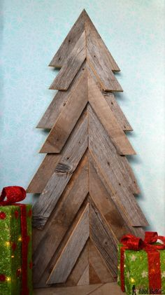 An easy way to add natural elements into your Christmas decor, build a rustic Christmas Tree from pallets or barn wood. Christmas Tree From Pallets, Pallet Wood Christmas Tree, Pallet Projects Christmas, Fall Wood Projects, Wooden Christmas Trees, Homemade Christmas Tree, Alternative Christmas Tree, Xmas Trees, Easy Projects
