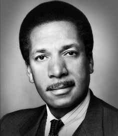 Max Robinson Max Robinson (May 1 1939 December 20 1988) was an American broadcast journalist and ABC News World News Tonight co-anchor. He was the first black broadcast network news anchor in the United States and one of the first television journalists to die of AIDS. He was a founder of the National Association of Black Journalists. Biography Early years Robinson was born to Maxie and Doris Robinson in Richmond Virginia and went on to attend Oberlin College where he was freshman class…