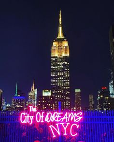 What are you dreaming of ? Rooftop Bars Nyc, Rooftop Restaurant, Manhattan Bar, Cool Bars, City Life, Empire State Building, Night Life, New York City, Dreaming Of You
