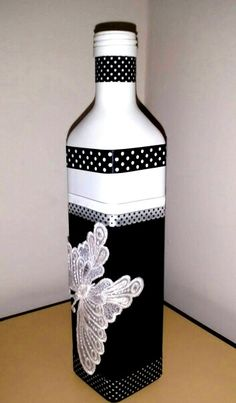 Keep your own area counter design lamp applying an upcycled beer flask. Empty Wine Bottles, Painted Wine Bottles, Recycled Bottles, Bottles And Jars, Wine Bottle Design, Wine Bottle Art, Diy Bottle, Garrafa Diy, Glass Bottle Crafts