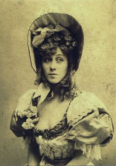 Read the story about Jane Avril, famous can can dancer of Moulin Rouge, one of the muses and friends of Henri de Toulouse-Lautrec. Vintage Photos Women, Antique Photos, Old Photos, Henri De Toulouse Lautrec, Women In History, Art History, Demi Mondaine, Moulin Rouge Dancers, Folies Bergeres