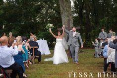 Sweet Meadow, West Georgia Wedding Venue. Outdoor ceremony. Photo: Tessa Rice