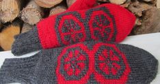 Lankapirtissä Matleena puuhaa käsitöitten parissa ja ihmettelee elämän menoa ja luonnon ihmeellisyyttä. Knit Mittens, Knitted Gloves, Knitting Socks, Fingerless Gloves, Knit Socks, Fair Isle Knitting, Arm Warmers, Knit Crochet, Cool Outfits
