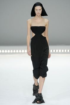Nothing about this is nun. Let's change that headpiece to none! Shoes? Gone. Now I love! #SS2009 #PFW