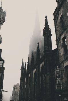 linneasnow:  Foggy Edinburgh.