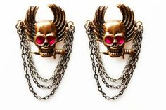 Your MYS shoes can become arresting thanks to these bronze skulls with chains and ruby-red zircons of highest quality. This will please the most picky ones in the demanding world of fashion.  http://mysfashion.com