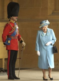 The Real Story Behind the Viral Photo of Queen Elizabeth Giggling Next to Prince Philip in Uniform I Smile, Make Me Smile, Chris Young, Prinz Philip, Paris Match, Isabel Ii, Gary Oldman, Queen Elizabeth Ii, Queen Elizabeth Laughing