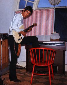 The Who's home studio on Wardour Street, with a Fender Telecaster and Lowrey organ. - via Thewho.net