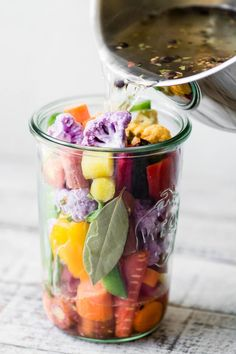 My Quick Rainbow Giardiniera is a colorful riff on the classic Italian relish ~ Enjoy these pickled vegetables as a healthy snack, side dish, or appetizer. Low Calorie Snacks, Healthy Snacks, Healthy Recipes, Quick Pickle Recipe, Pickles Recipe, Giardiniera Recipe, Pickled Fruit, Pickle Vodka, Claudia S