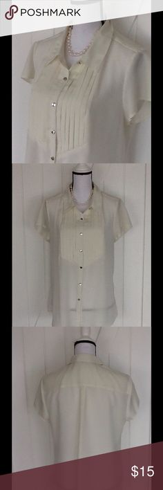 🌺 Sheer blouse This one is perfect for wearing under a jacket or wear alone with a cami. Cap sleeves, pleated bodice, silver buttons. Can be worn tucked in or out. 100% polyester, machine wash cold. Used condition with normal wear. NY Collection Tops