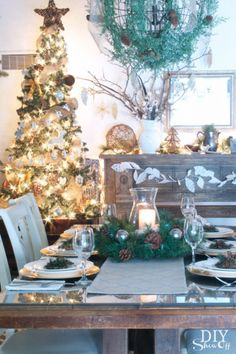 Christmas dining room at DIYShowOff. #easyholidayideas